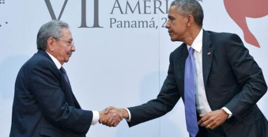 TOPSHOTS-PANAMA-AMERICAS-SUMMIT-CUBA-US-OBAMA-CASTRO
